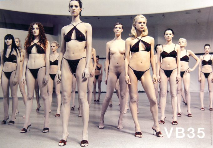 Vanessa Beecroft, VB35, Bikinis, Parkett