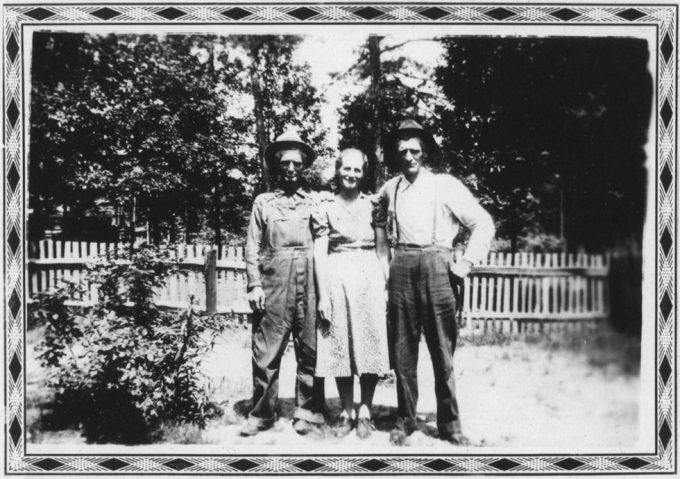 Untitled (Woman with two men), Mike Disfarmer