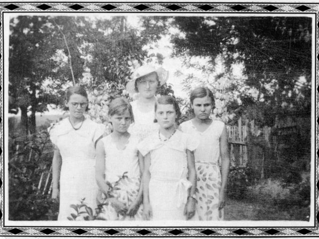 Untitled (Woman with Four Daughters), Mike Disfarmer