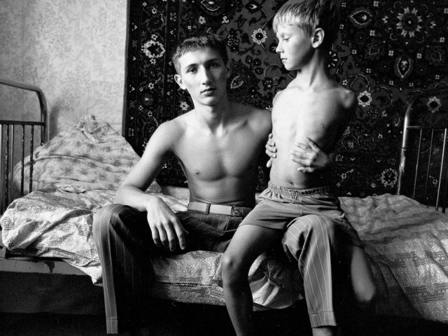 Michal Chelbin, Jenya and Vitally on a Spring Bed, Russia